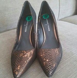 Donald Pliner mettalic heels